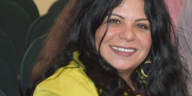 أحدهم يريد التعرف عليك/بقلم : الشاعرة المصرية عزة رياض